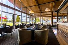 DH Te Anau Explorer Bar MD1052 Distinction Te Anau Hotel & Villas