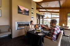 DH Te Anau Explore Bar Dining MD1076 Distinction Te Anau Hotel & Villas