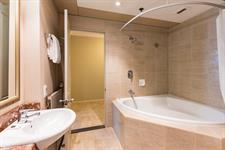 DH Rotorua - Executive Suite Bathroom RL10-2019 Distinction Rotorua Hotel & Conference Centre