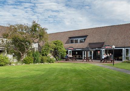 Dunedin Leisure Lodge Garden Bar SG4086 Dunedin Leisure Lodge - A Distinction Hotel