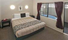 1 Bedroom Spa Apartment Bedroom and Private Spa Sport Of kings