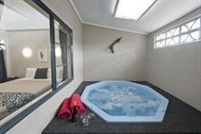 1 Bedroom Spa Apartment spa pool Sport Of kings