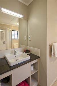 Deuxe Studio modern Bathroom Sport Of kings