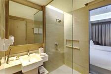 Deluxe Twin Bathroom Swiss-Belhotel Cirebon