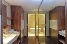 Executive Suite Bathroom Swiss-Belhotel Cirebon
