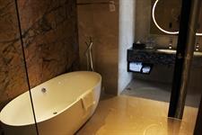Suite Bathroom Swiss-Belhotel Harbour Bay