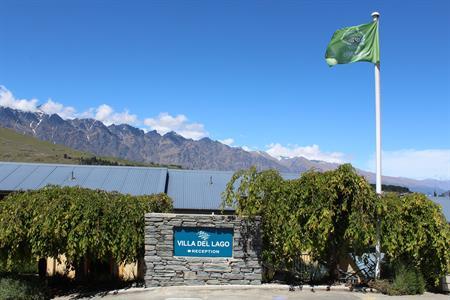 Entrance sign Villa del Lago