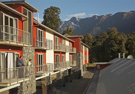 DH Fox Glacier - Exterior Balconies Distinction Fox Glacier Te Weheka Hotel