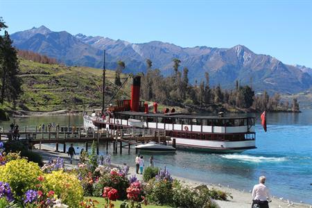 Summer Walter Peak station Villa del Lago