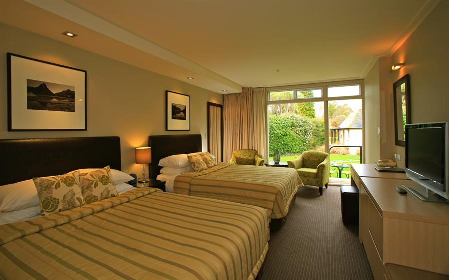 Distinction te anau hotel and villas leaders in quality for Distinctive villas