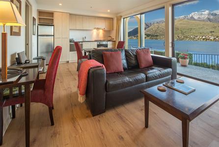 1 BR suite new kitchen and living room Villa del Lago