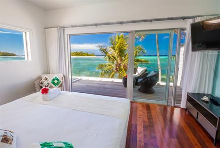 master bedroom - Beachfront villa Crystal Blue Lagoon Villas