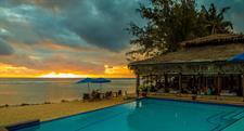 Restaurant & Bar at Sunset Manuia Beach Resort