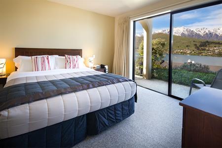 1 BR Suite # 10 Bedroom Villa del Lago