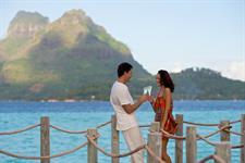 Bora Bora Romance - Tahiti Pearl Beach Resort - couple champagne Bora Bora Pearl Beach