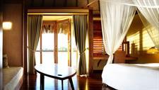 4b - Le Meridien Resort Tahiti - Overwater Bungalo Tahiti Ia Ora Beach Resort managed by Sofitel