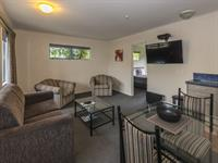 R4. Executive Suite Lounge A