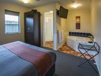 R4. Executive Suite Lounge D