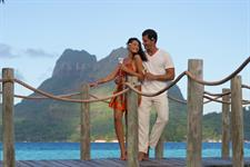 Bora Bora Romance - Bora Bora Pearl Beach Resort & Spa - Couple champagne